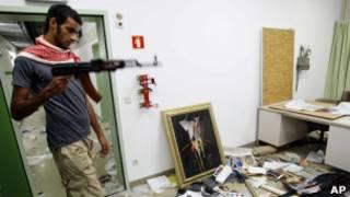 Quân nổi dậy lục soát một căn cứ của con trai Gaddafi