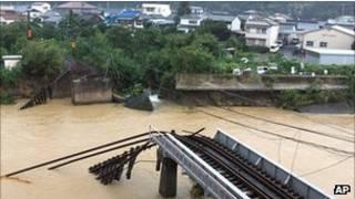 Ponte danificada pelo tufão Talas em Nachikatsuura, no distrito de Wakayama