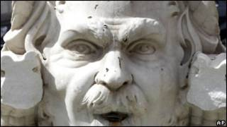 Статуя в Риме, на которую напали вандалы