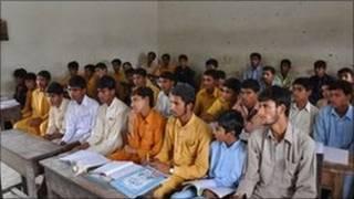 زبان چینی در مدارس پاکستان تدریس میشود