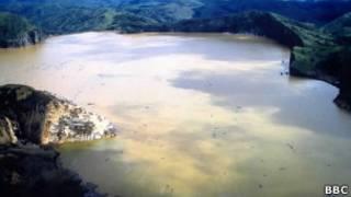 Lago Nyos, Camarões. BBC