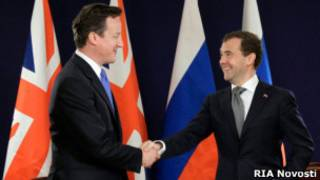 Дэвид Кэмерон (слева) и Дмитрий Медведев