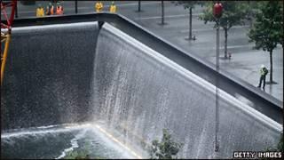 Мемориал на месте ВТЦ в Нью-Йорке