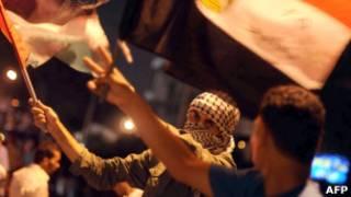 Демонстранты у израильского посольства в Каире