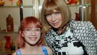 A blogueira Tavi Gevinson ao lado da famosa editora da 'Vogue', Anna Wintour
