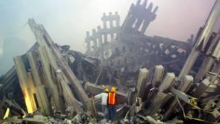 ویرانه برج های دوقلو در حملات 11 سپتامبر 2001