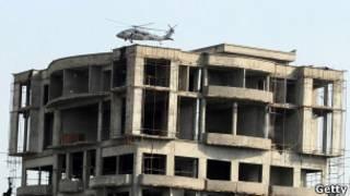 Helicóptero da Otan sobrevoa prédio em Cabul. Foto: Getty Images