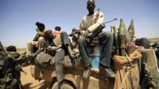 مسلحون تابعون لإحدى الحركات المتمردة في دارفور
