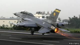 F-16 на взлете