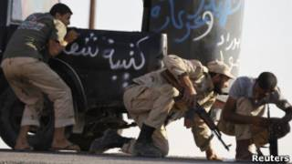 Противники Каддафи ведут бои около Бени-Валида