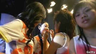 Participantes se preparam para entrar no programa (Foto: Getty)