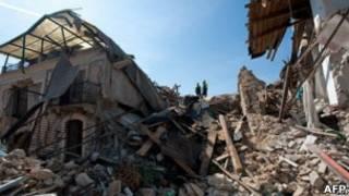 زلزال أكويلا في إيطاليا