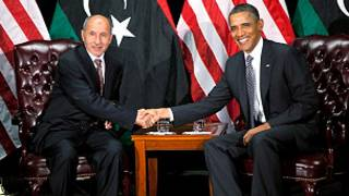 एनटीसी प्रमुख मुस्तफ़ा अब्दुल जलील के साथ ओबामा