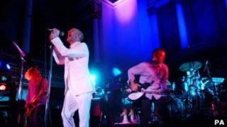 Рок-группа R.Е.М на одном из концертов в Лондоне