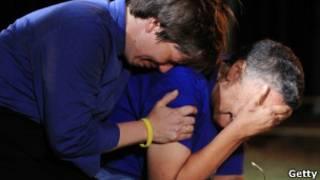 Супружеская пара плачет
