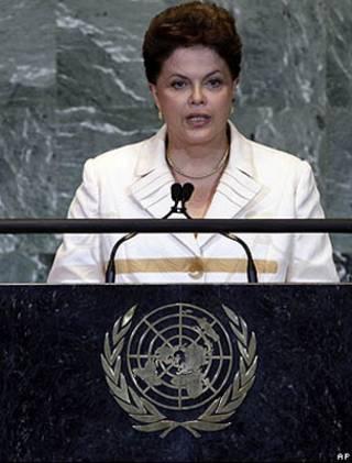 Dilma durante reunião nesta quinta-feira/AP