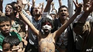 Участники антиправительственных протестов