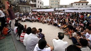 廣東陸豐烏坎村村民聚集抗議徵地不公問題(24/9/2011)