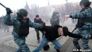 Задержание оппозиционера во время акции на Манежной площади