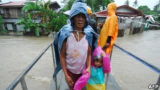 Bão Nesat tấn công Philippines