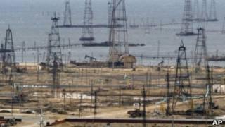 Нефтяные вышки в Баку