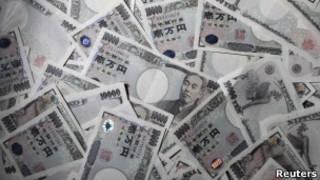 Наличные японские иены