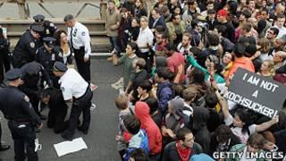Марш протеста на Бруклинском мосту