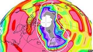 Buraco na camada de ozônio acima da região do Ártico registrado em março de 2011 (AFP/Nasa/JPL-Caltech)