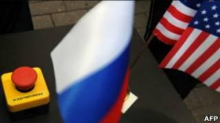 Российский и американский флаги