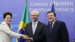 Dilma Rousseff com o presidente do Conselho Europeu, Herman Van Rompuy, e o presidente da Comissão Europeia, Durão Barroso (direita)./AP