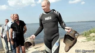 Владимир Путин с амфорами