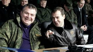 Сердюков и Медведев