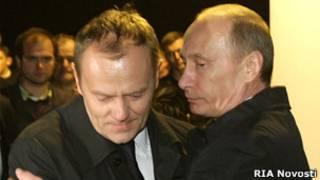 премьер-министр Польши Дональд Туск (слева), премьер-министр России Владимир Путин (справа)