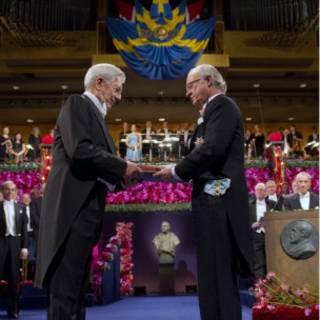 O peruano Vargas Llosa durante a premiação do Nobel de 2010 (AP)