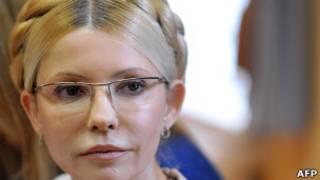 Юлія Тимошенко слухає вирок, який викликав бурхливу реакцію за кордоном