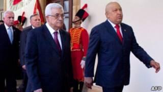Mahmoud Abbas e Hugo Chávez. AFP