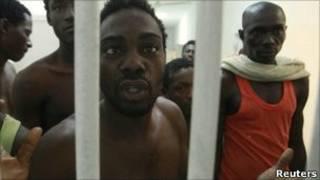 زندانیانی که گمان می رود از مزدوران تحت امر سرهنگ قذافی بوده اند