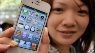 Покупательница с IPhone 4S