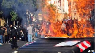 Protestos e incêndios em Roma neste sábado (AFP)