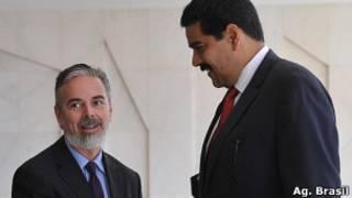 Chanceler Antonio Patriota com seu par Venezuelano, Nicolás Maduro, em foto de arquivo (Agência Brasil)