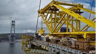 Строящийся мост через пролив Босфор Восточный