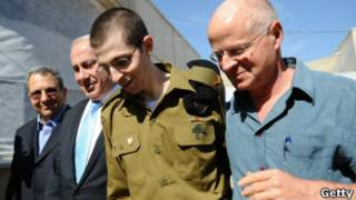 Shalit e seu pai/Getty Images