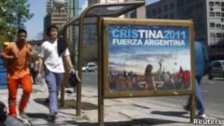 Cartaz da campanha de Cristina Kirchner (Reuters)