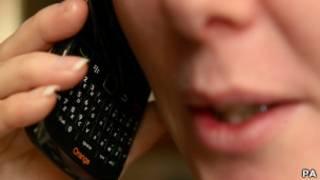 Пользовательница мобильного телефона
