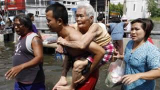 Người dân Thái Lan sơ tán vì lũ