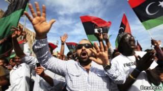 Ливийцы на главной площади в Триполи