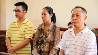 Ba bị cáo tại tòa (ảnh của báo Thanh Niên)