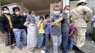 Fila de libios para ver el cuerpo de Gadafi