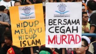 Warga Malaysia memprotes 'kristenisasi'