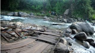 Обрушившийся мост